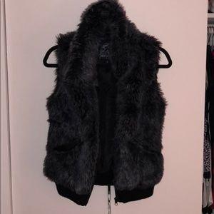 QED London Faux Fur vest-S-Brown/gray